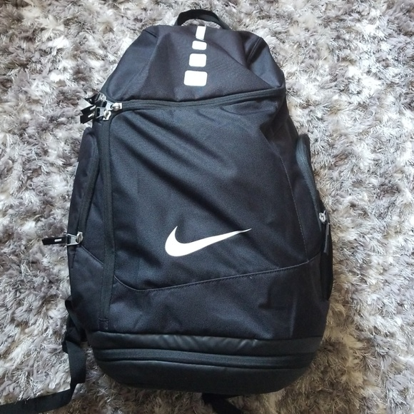 17130171c2be Nike Hoops Elite Max Air Team Backpack. M 5aca6d712ab8c513291032ac